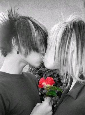 boys-emo-kissing